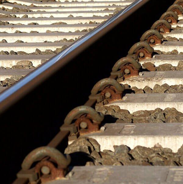 Rail fastening system